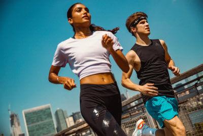 La ropa deportiva adecuada para hacer running en verano