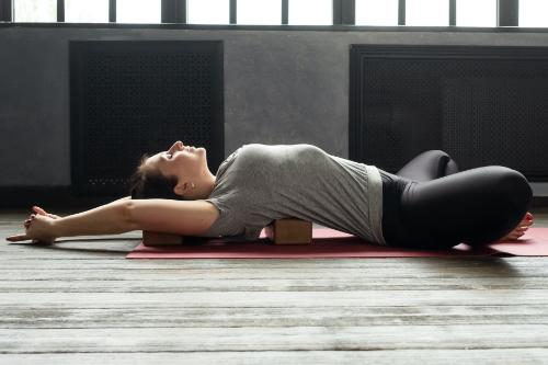 Supta Baddha Konasana - Yoga for abs